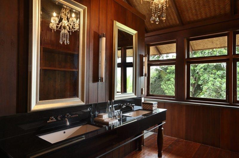 Jeeva Saba Estate His and Hers Bathroom, Gianyar | 8 Bedroom Villas Bali