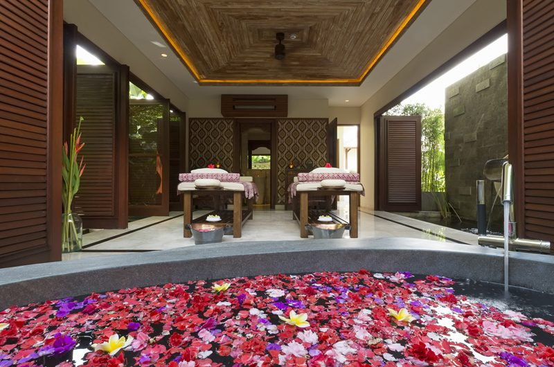 Kaba Kaba Estate Spa Room with Romantic Bathtub, Tabanan | 8 Bedroom Villas Bali