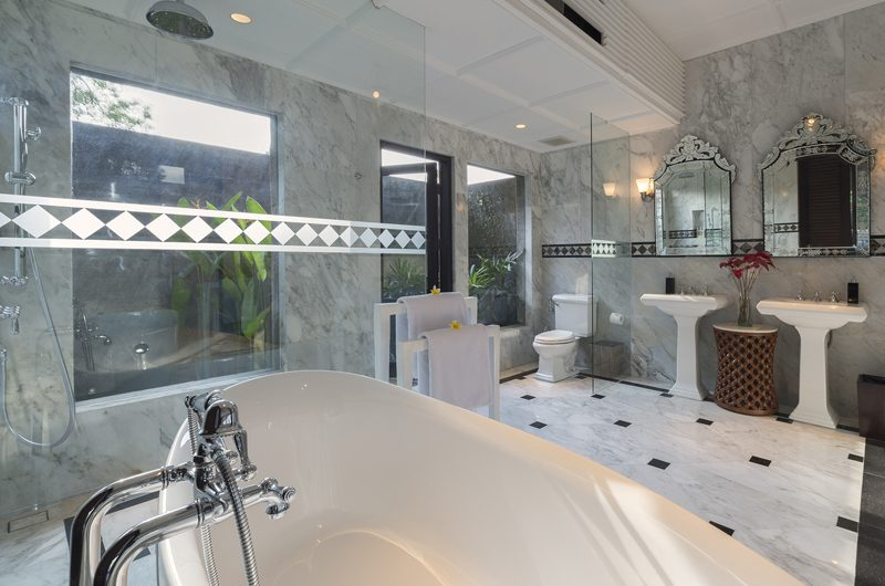 Kaba Kaba Estate His and Hers Bathroom with Bathtub, Tabanan | 8 Bedroom Villas Bali