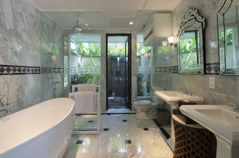 Kaba Kaba Estate Bathroom with Bathtub, Tabanan | 8 Bedroom Villas Bali