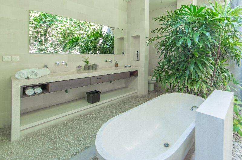 Nyaman Villas En-Suite Bathroom with Bathtub, Seminyak | 8 Bedroom Villas Bali