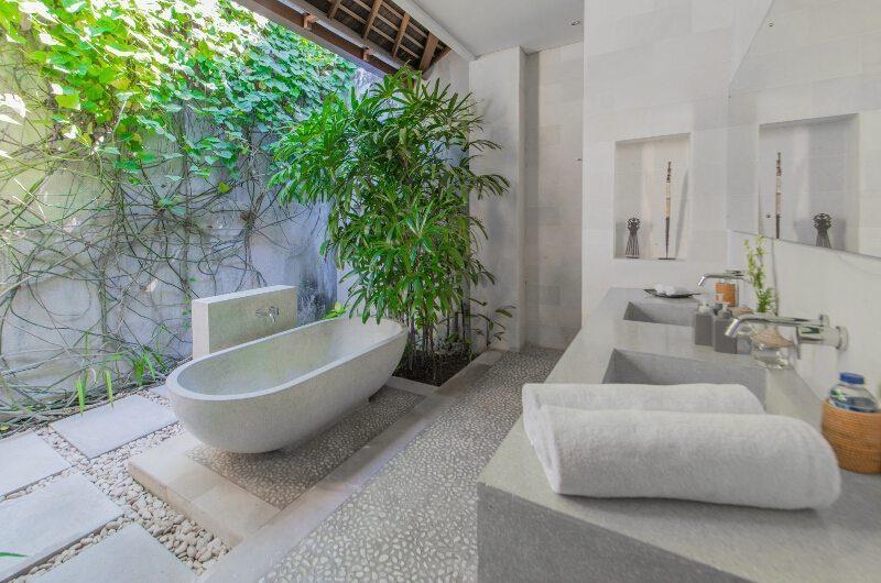 Nyaman Villas Semi Open Bathroom with Bathtub, Seminyak | 8 Bedroom Villas Bali