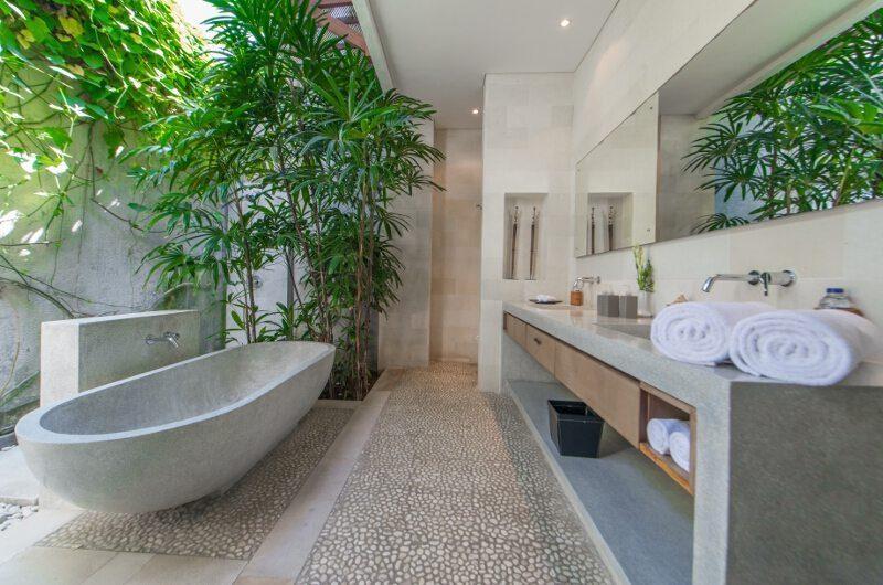 Nyaman Villas Bathroom with Bathtub, Seminyak | 8 Bedroom Villas Bali