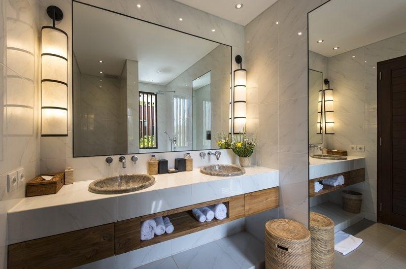 Villa Anam His and Hers Bathroom with Mirror, Seminyak | 8 Bedroom Villas Bali