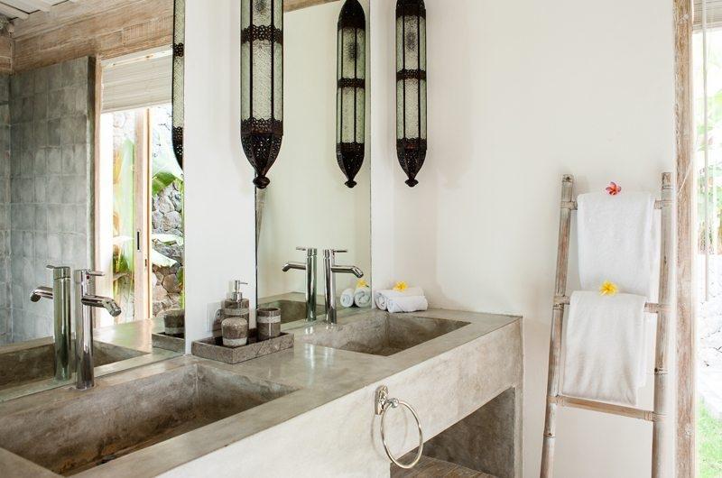Jeeva Saba Estate Bathroom with Mirror, Kerobokan | 8 Bedroom Villas Bali