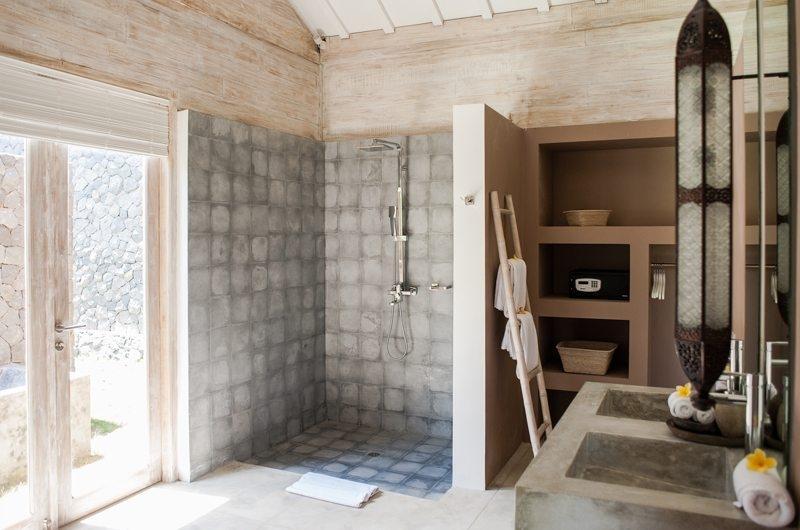 Jeeva Saba Estate His and Hers Bathroom with Shower, Kerobokan | 8 Bedroom Villas Bali