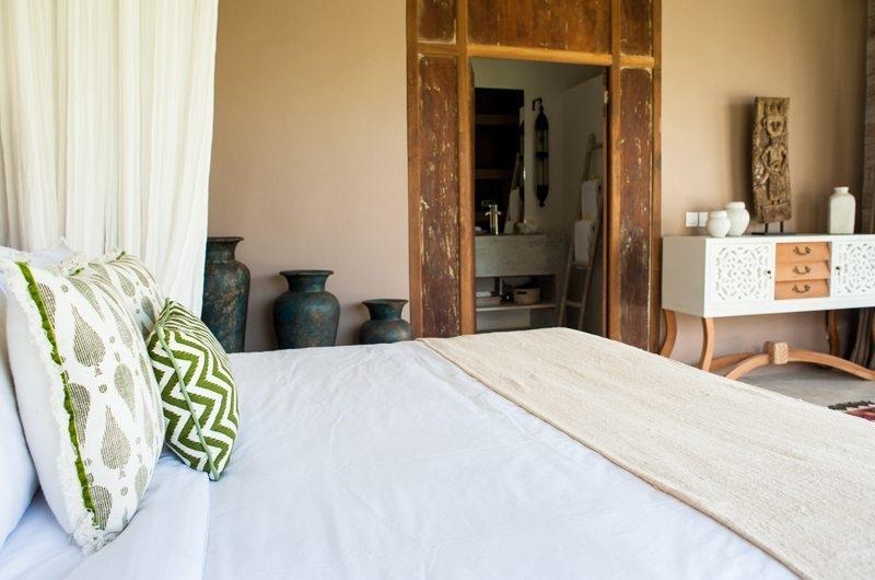 Jeeva Saba Estate Bedroom and Bathroom, Kerobokan | 8 Bedroom Villas Bali