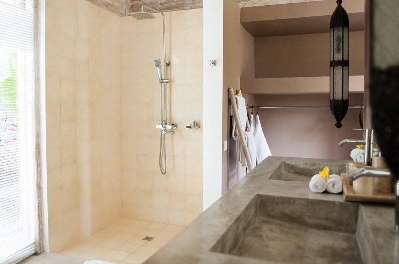Jeeva Saba Estate Bathroom with Shower, Kerobokan | 8 Bedroom Villas Bali